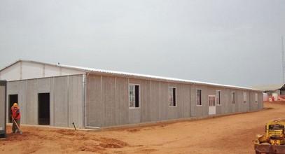Nje ndertese e prefabrikuar e zones se punes minerare ne Senegal